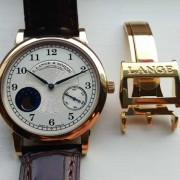 Patina – How Lange 18K yellow gold and honey gold patinates over time