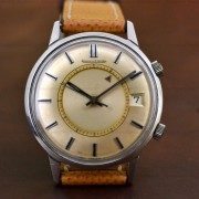 A vintage 1968 Jaeger-LeCoultre Memovox manual wind (cal. 911)