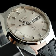 Beautiful faceted crystal & towering markers on this vintage Grand Seiko 6146 8050 Hi-Beat