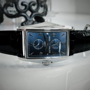 A photo session with the Patek Philippe 5100G